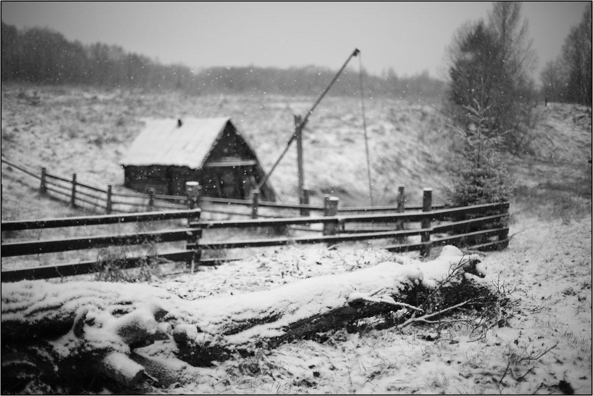 деревня снег зима баня колодец с журавлем