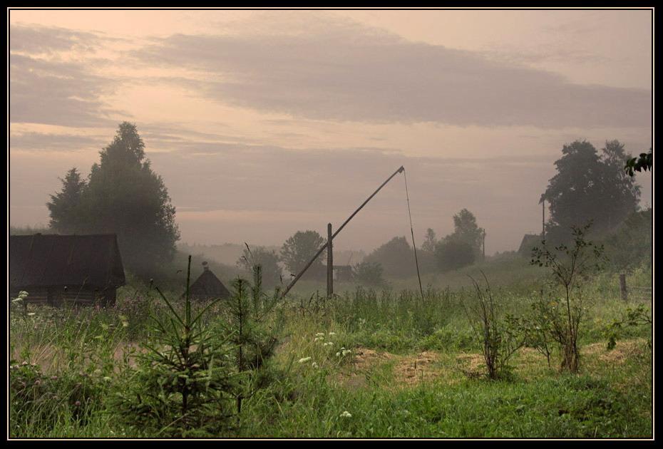 Пейзаж с колодезным журавлем и баней