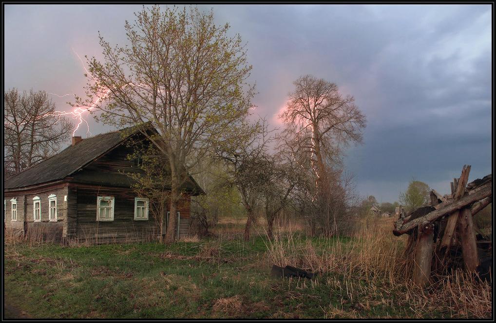 Гроза в деревне весной