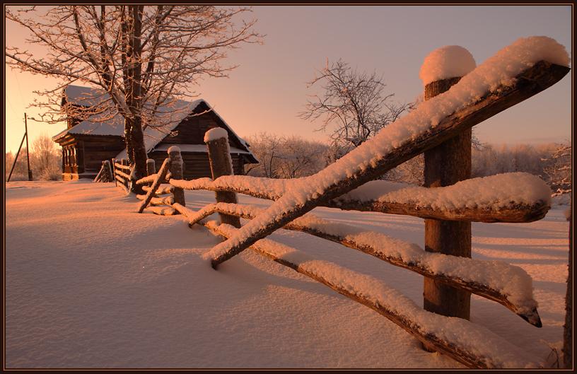 деревенский забор зима закат