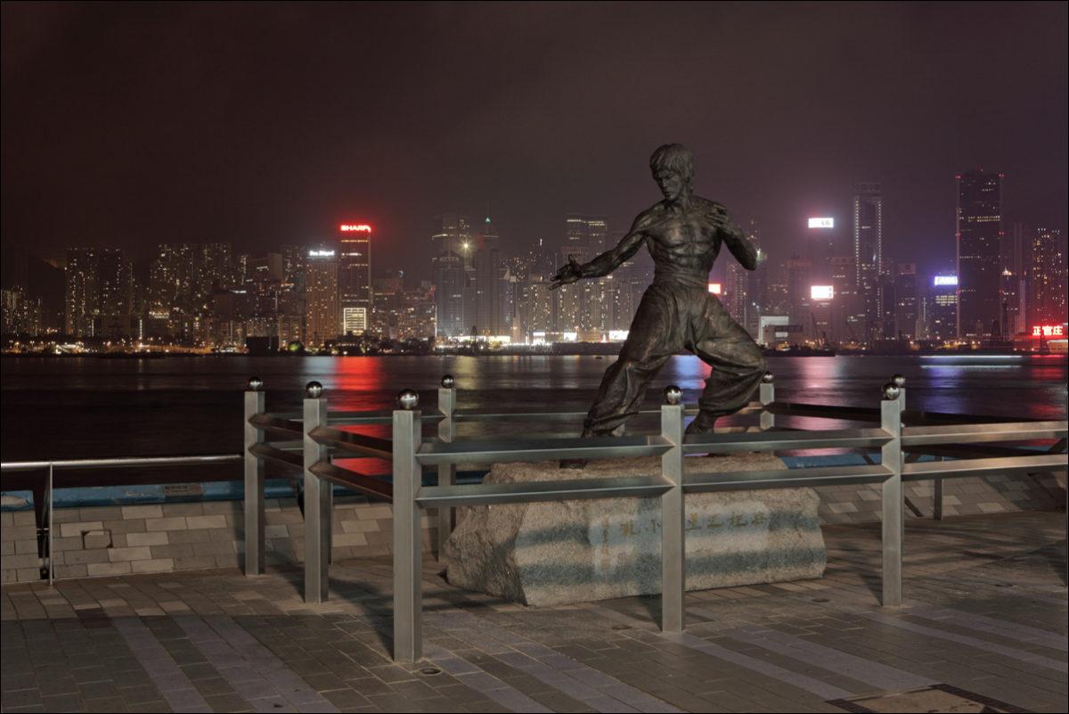 Памятник Брюсу Ли Гонконг набережная Коулуна