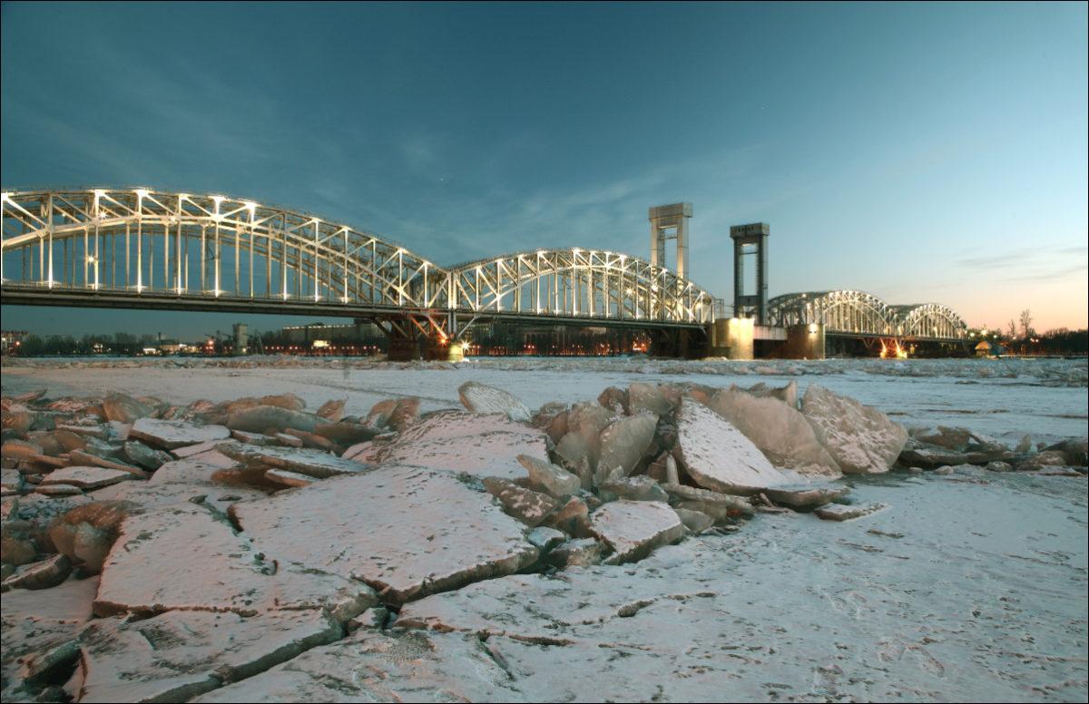 Финляндский мост Петербург зима