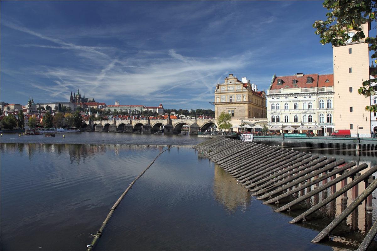 Набережная Влтавы Пражский град