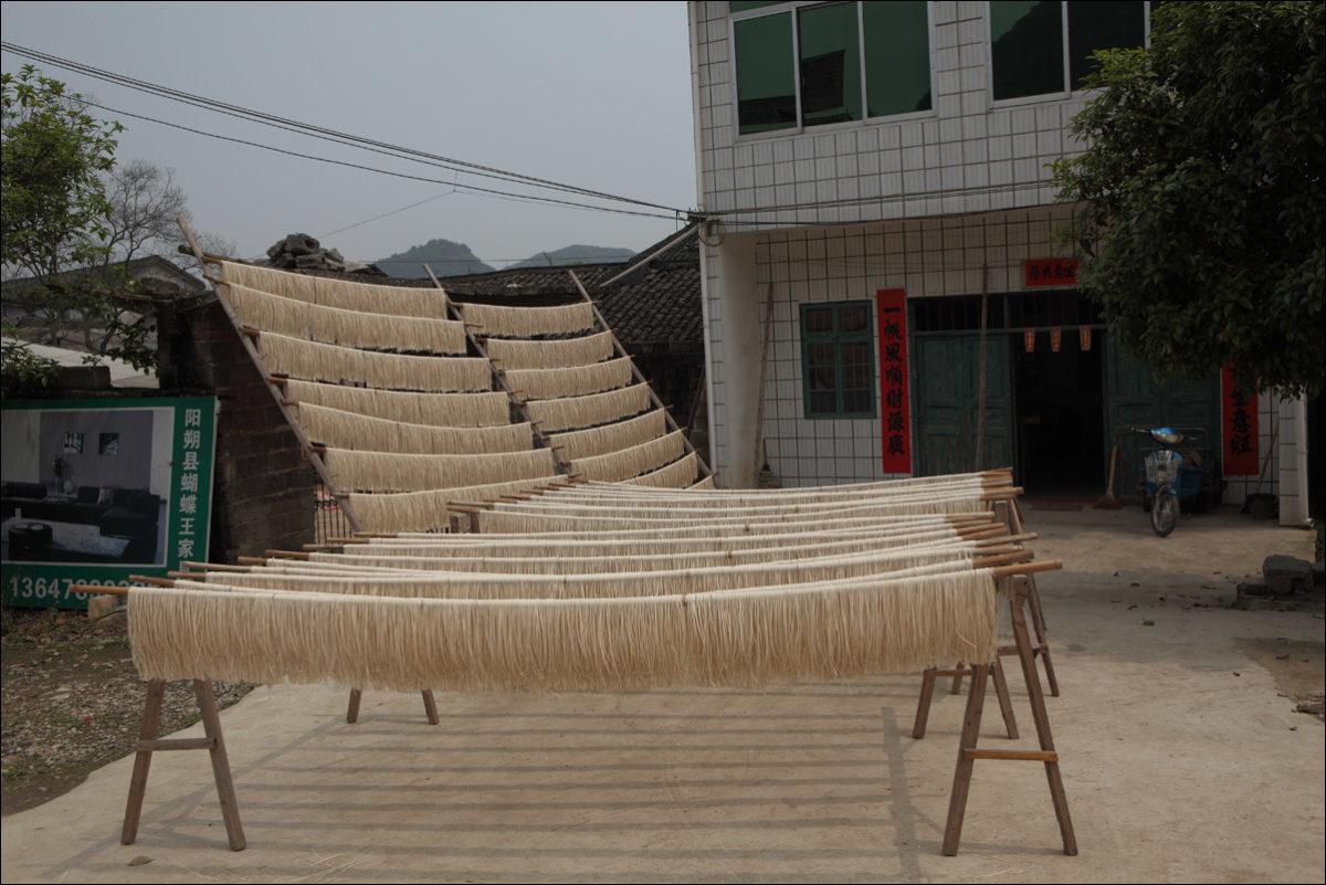Деревня Фули Китай рисовая лапша сушка