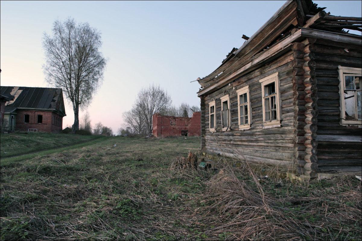 разрушенные дома покинутая деревня