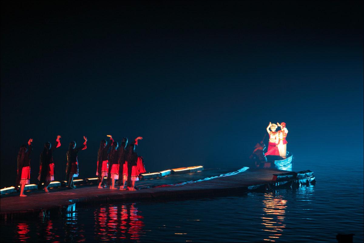 Световое шоу на реке Ли Янгшо Китай