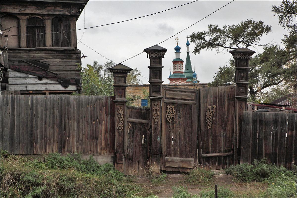 Иркутск деревянное зодчество ворота