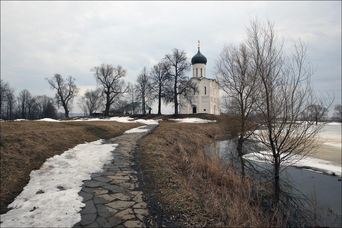 Церковь Покрова на Нерли весна