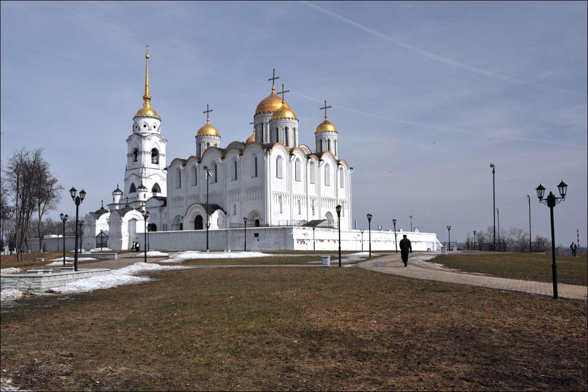 Успенский собор во Владимире весна