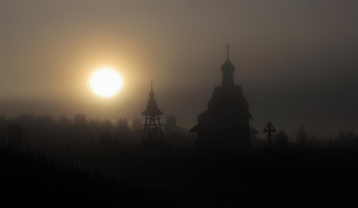 рассвет над церковью