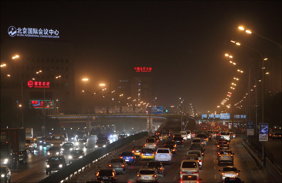 Ночные улицы Пекина смог