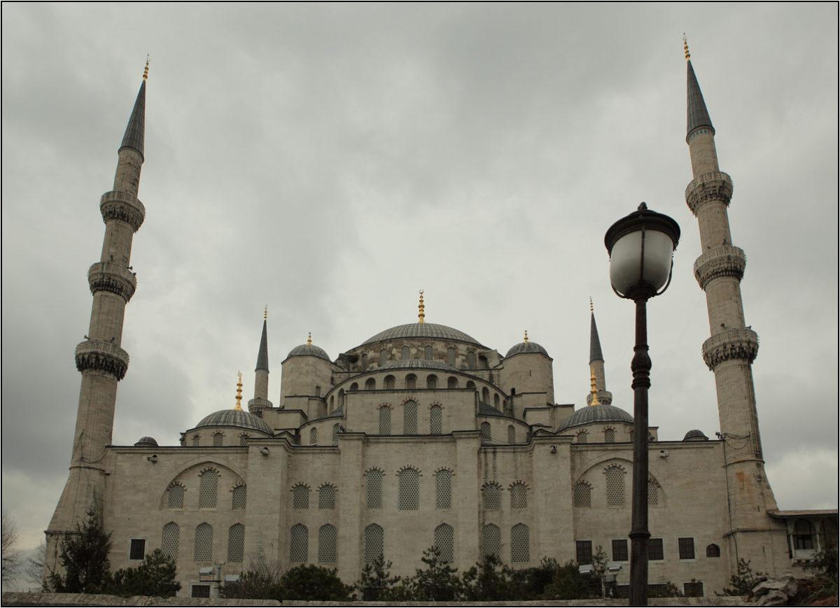 Голубая мечеть минареты Стамбул зима