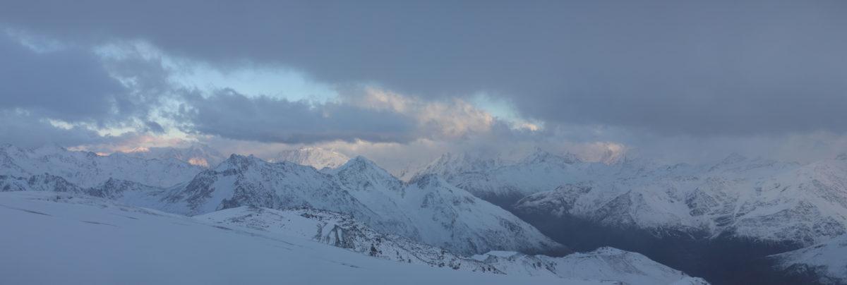 Большой Кавказский хребет осенью