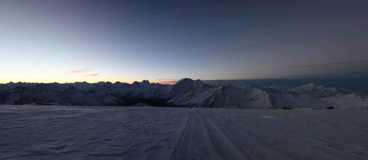Большой Кавказский хребет осень утро