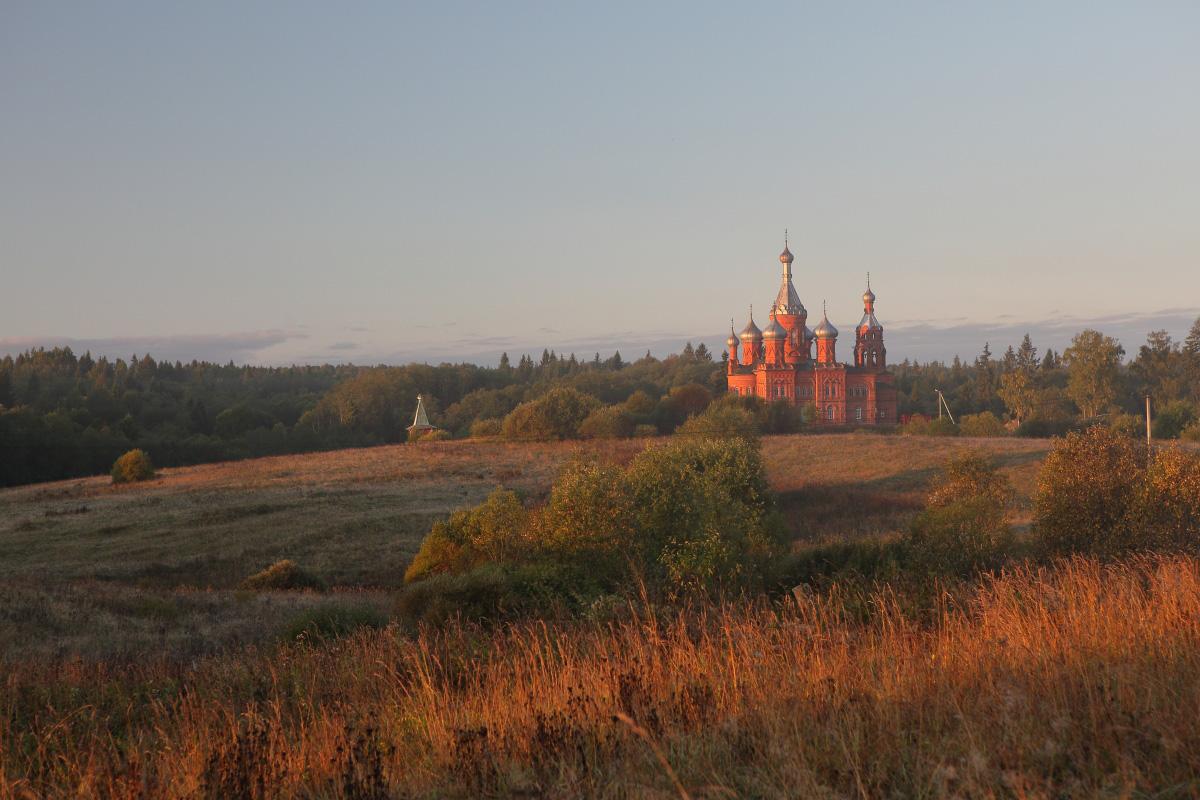 Ольгинский монастырь осень