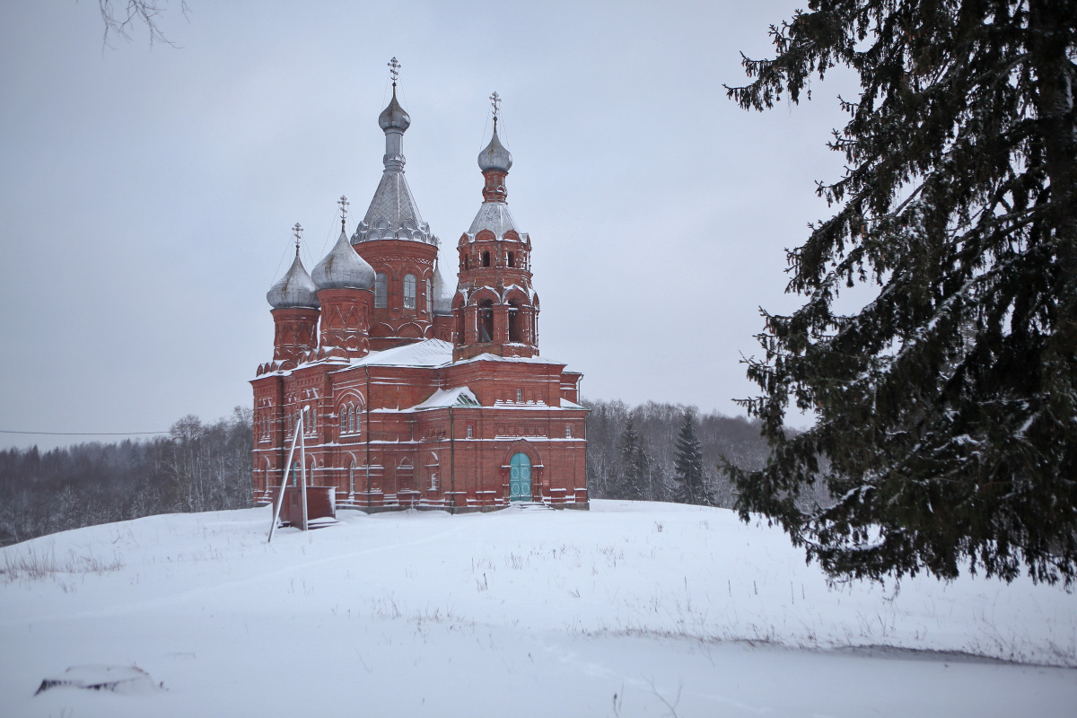 Спасо Преображенский храм зимним вечером