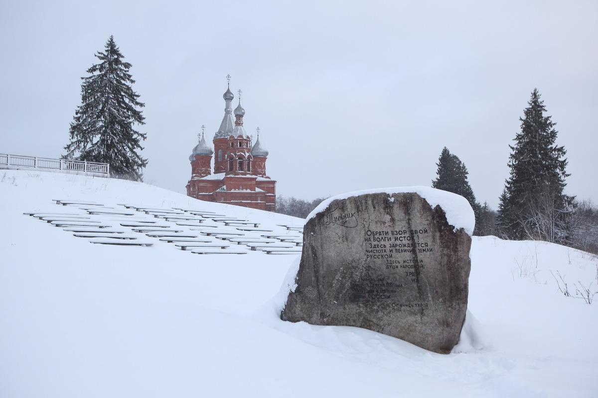 Вид на Спасо Преображенский храм зимой