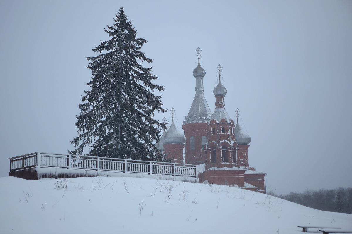 Спасо Преображенский храм зимой