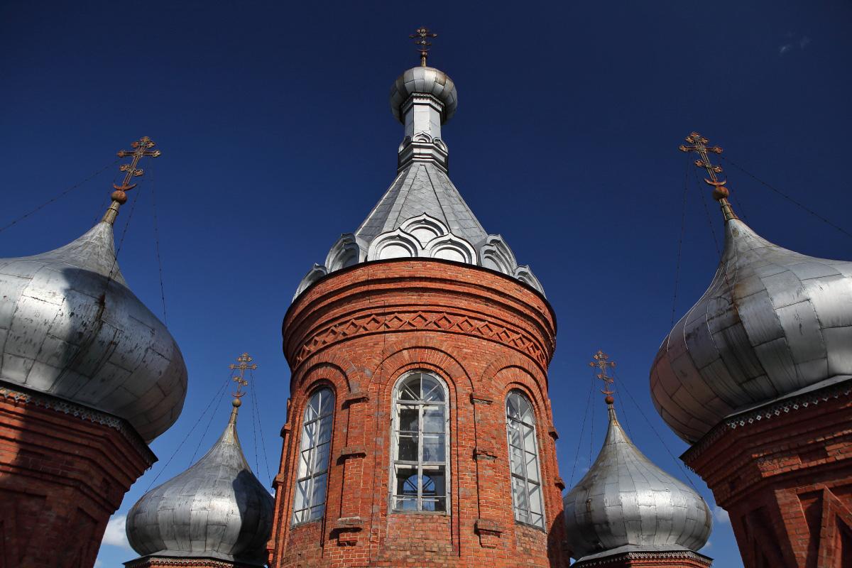 Купола Преображенского собора на истоке Волги