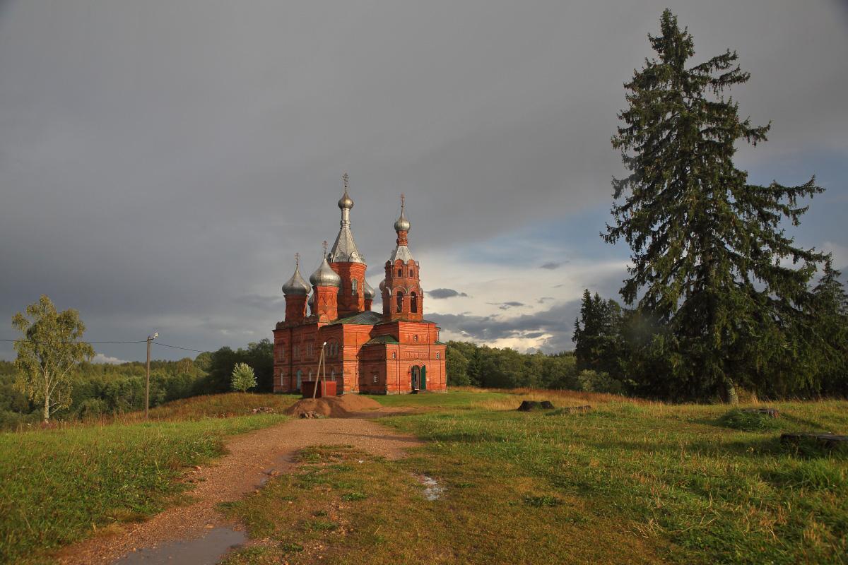 Спасо Преображенский храм после дождя