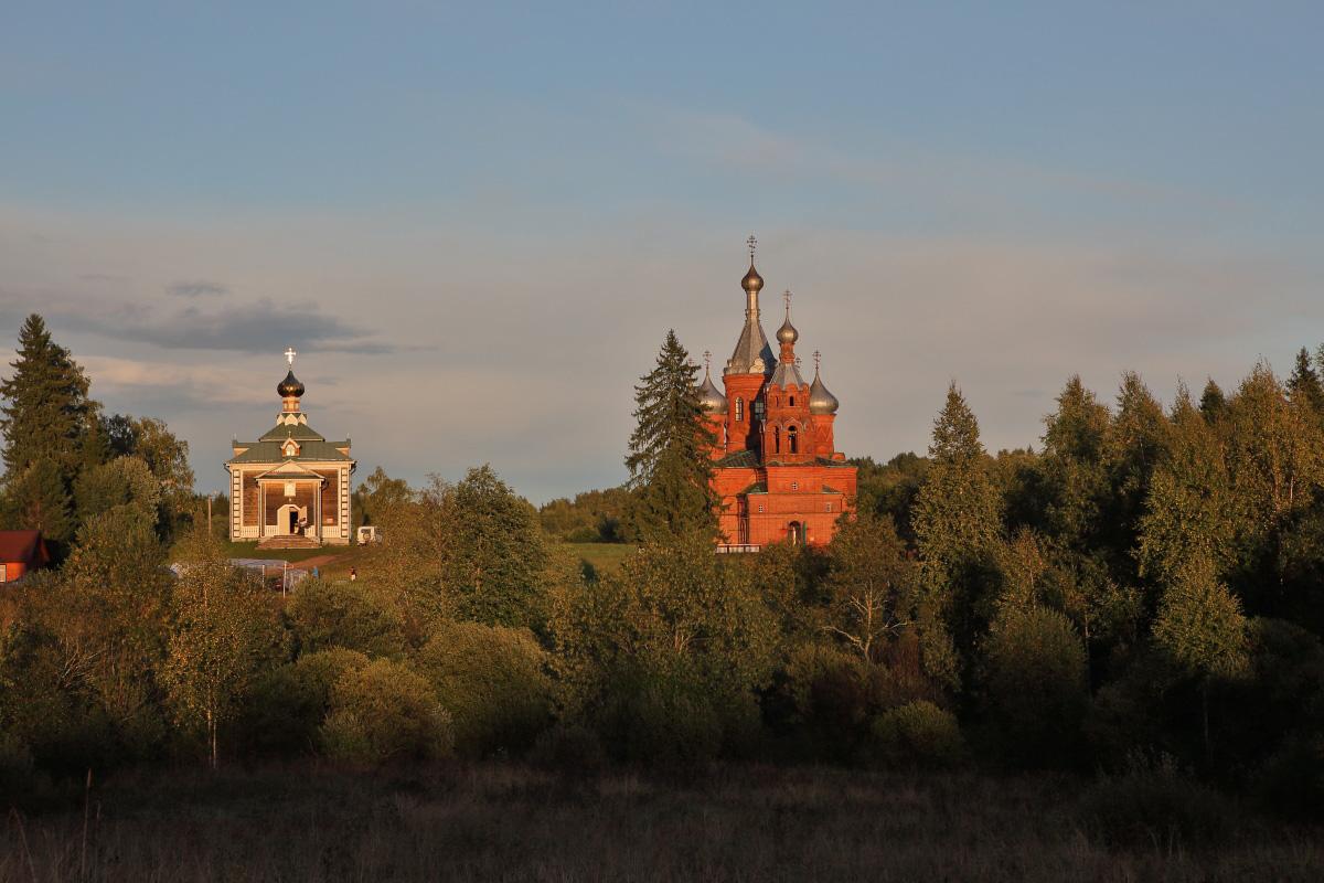 Ольгинский женский монастырь на закате