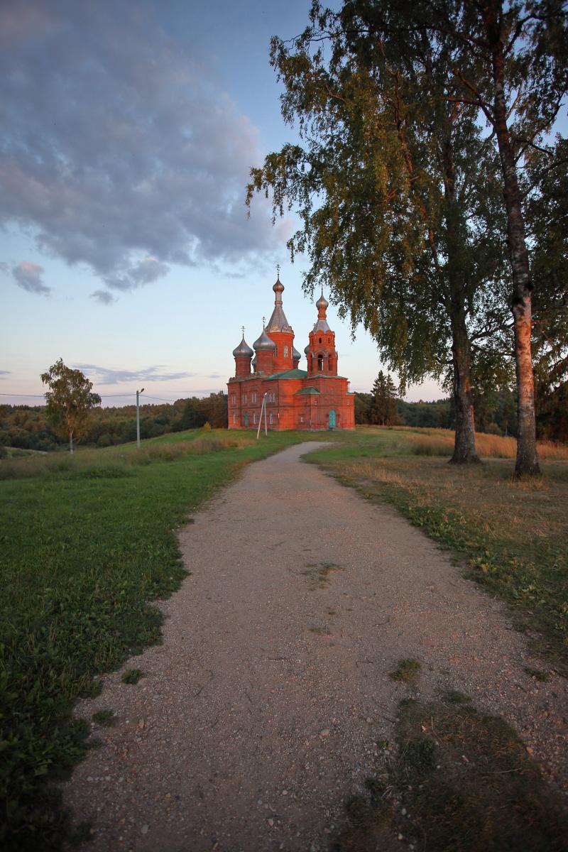 Ольгин монастырь в Волговерховье вечером