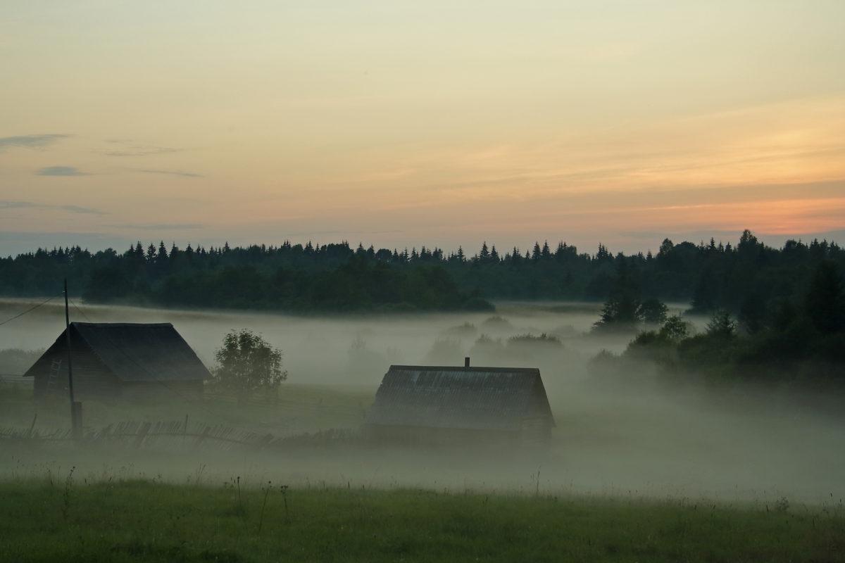 Туманный вечер на истоке Волги
