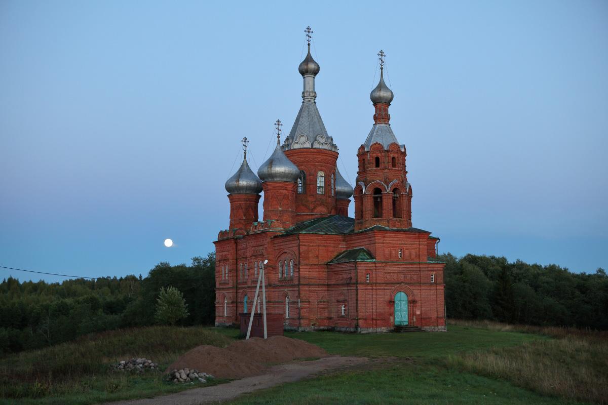 Ольгин монастырь в свете луны