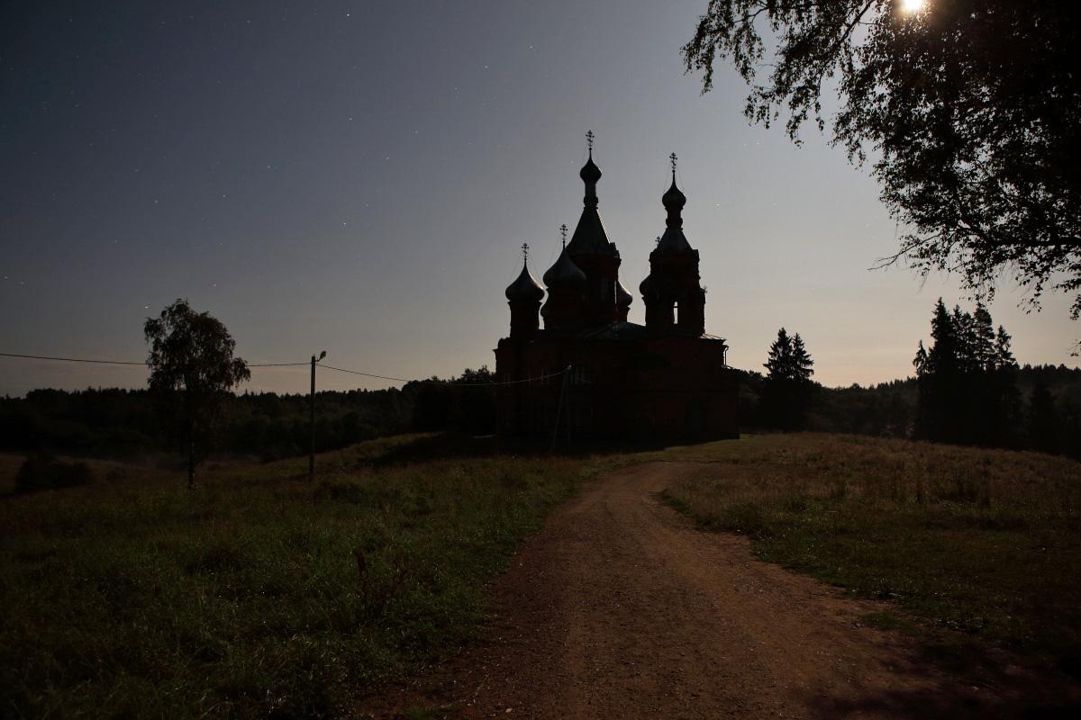 Спасо Преображенский храм в Волговерховье ночью
