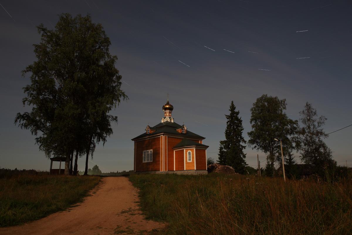 Деревянная церковь Николая Чудотворца ночью